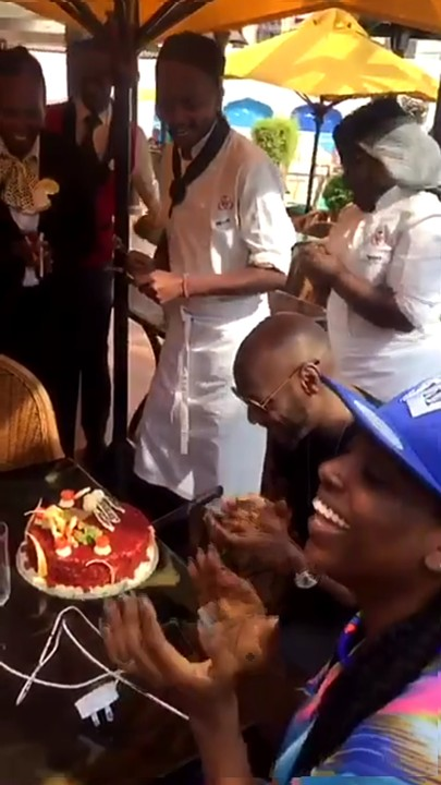 2FACE IDIBIA HOTEL WORKERS SURPRISE CELEBRATES HIS 41ST BIRTHDAY WITH THIS EXPENSIVE CAKE (PHOTOS)