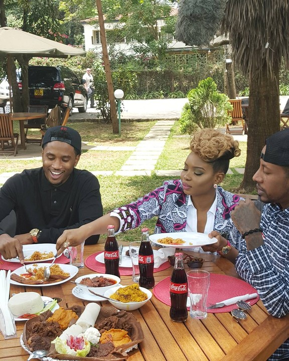 Yemi Alade Hangs Out With Trey Songz As They Relish Jollof Rice (Photos)