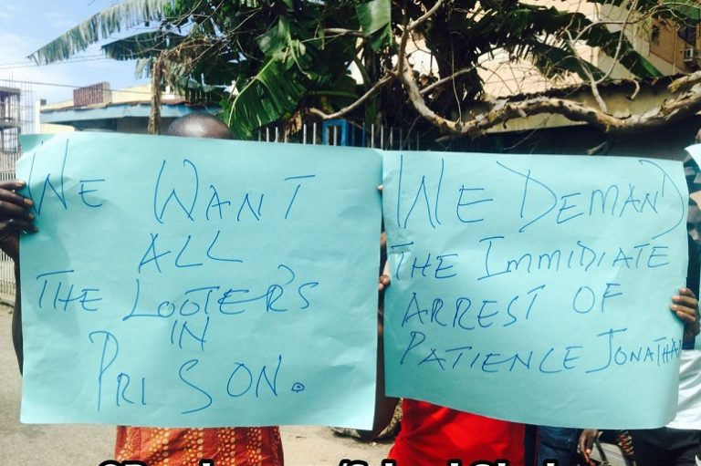 """4347037_2_jpegea571676ce9b75b0730a5d56350ae93e """"Arrest Patience Jonathan Now"""": Protesters Storm EFCC Office In Lagos (Pics)"""