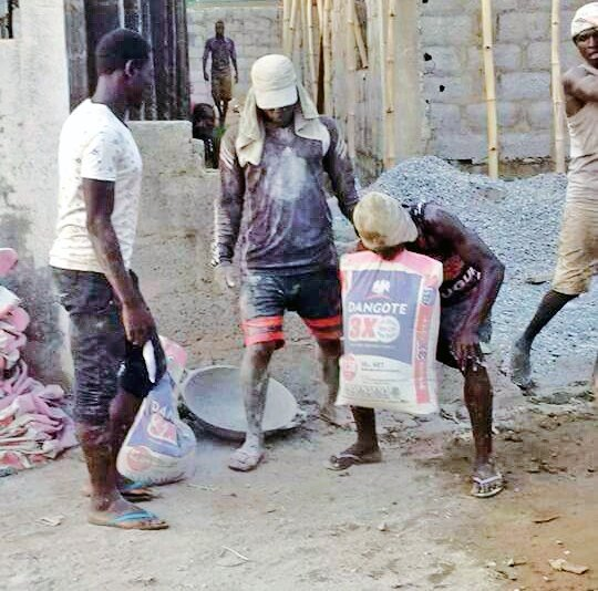 Man Happily Lifts A Bag Of Cement With His Teeth? (Photos)