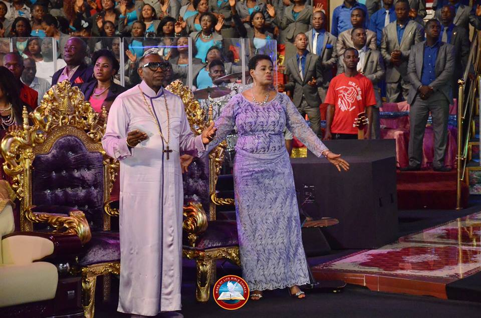 ANOINTING JAMS DELIVERANCE AS US PASTOR, BENNY HINN CAUSES A SCENE AT AYO ORITSEJAFOR'S CHURCH IN WARRI (PHOTOS)