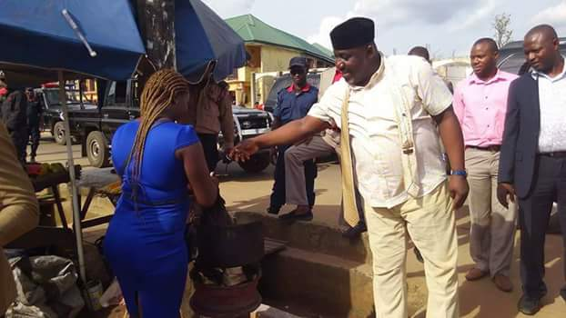 Governor Okorocha Spotted Buying Boiled Corn & Pear During Road Inspection