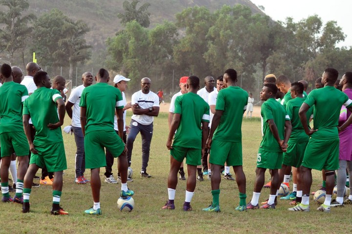 Mikel, Victor Moses, Iwobi Mobbed After Super Eagles