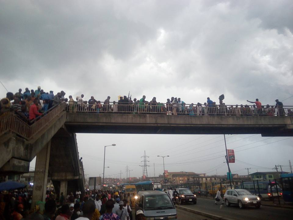 Danger! Ketu Pedestrian Bridge Shakes As More Commuters Besiege The Platform