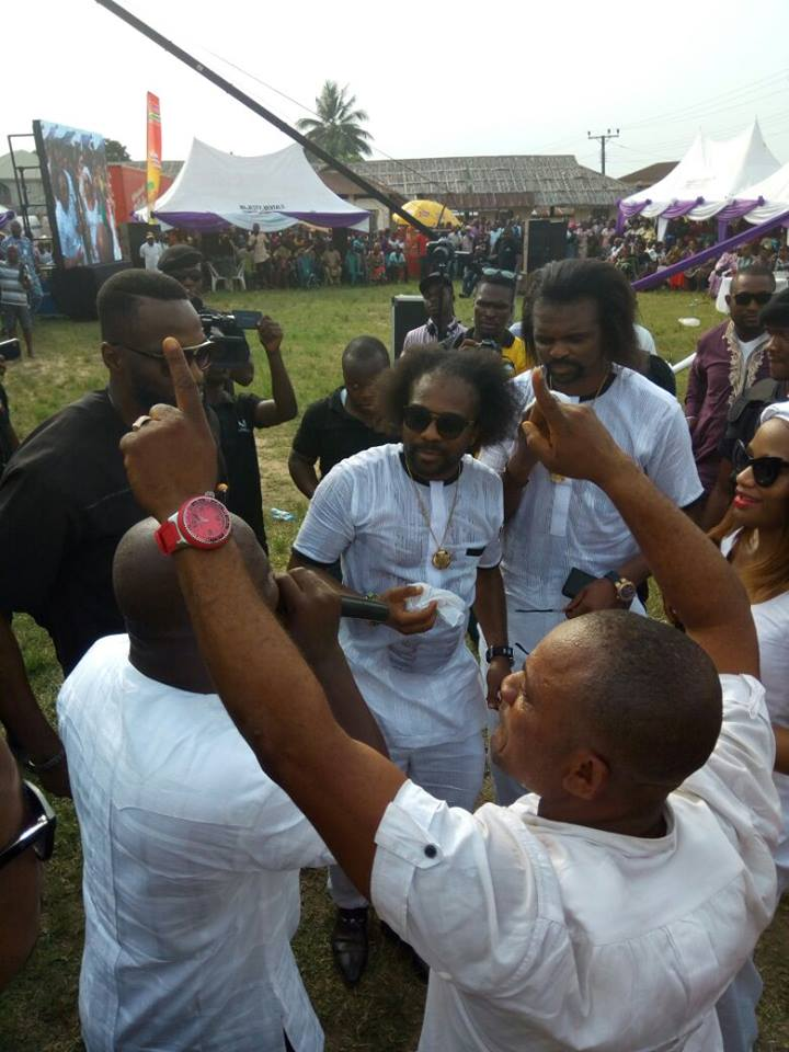 SO SAD!! THE FOOTBALL LEGEND NWANKWO KANU BURIES HIS MOTHER SUSAN IN TEARS – (EXCLUSIVE PHOTOS)
