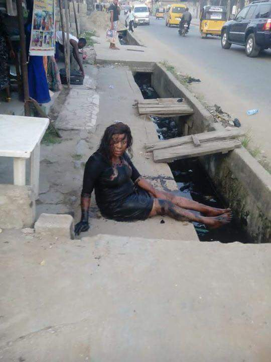Ikwerre Lady Who Wore High Heel Shoes Falls Inside Gutter (Photos) - Fashion