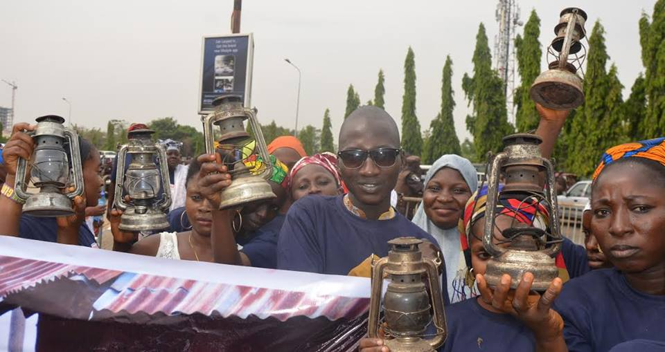 Abuja Residents Storm National Assembly With Lamps Over Lack Of Power Supply (Pics)