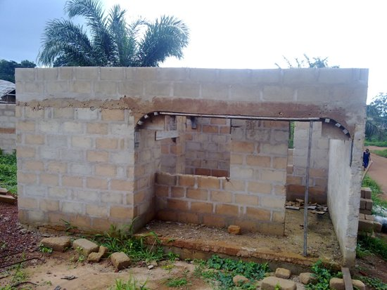 Roofing A 4 Bedroom Bungalow With Gatehouse (pictures)   Properties    Nairaland