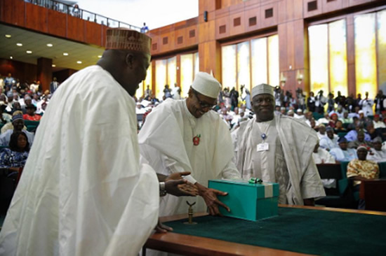 2017 Budget: FG Targets N565bn From Recovered Loot, MTN Fine