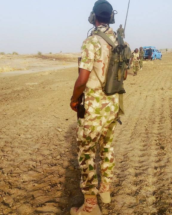 How Nigerian Soldiers At The Battlefield Communicate With Their Commanders. PICS