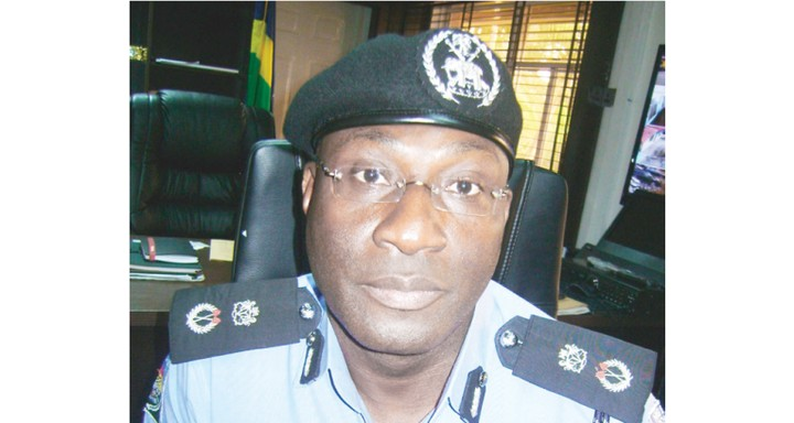 Police Sergeant Who Extorted Bank Customers Drinks Poison In Police Detention