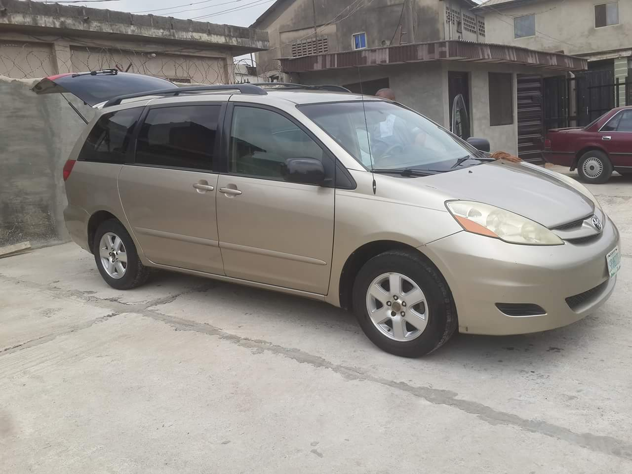 neatly used 2006 toyota sienna for sale see pix negotiable autos nigeria. Black Bedroom Furniture Sets. Home Design Ideas