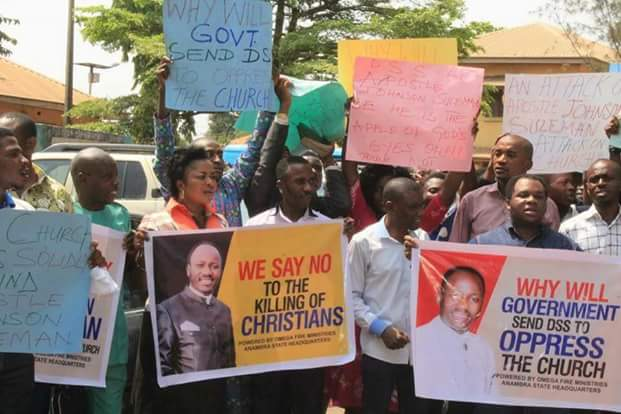 Christians Protest DSS Plan To Arrest Apostle Suleman In Ekiti State (photos)