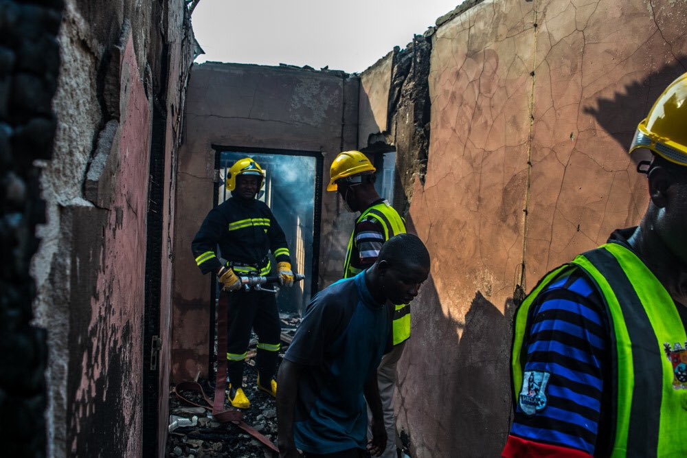PHOTOS: Fire Fighters Rescue 3 Children From Burning House In Lagos 4832531_4_jpeg9679ccb5a92f650b83fcf29e0a6a6775