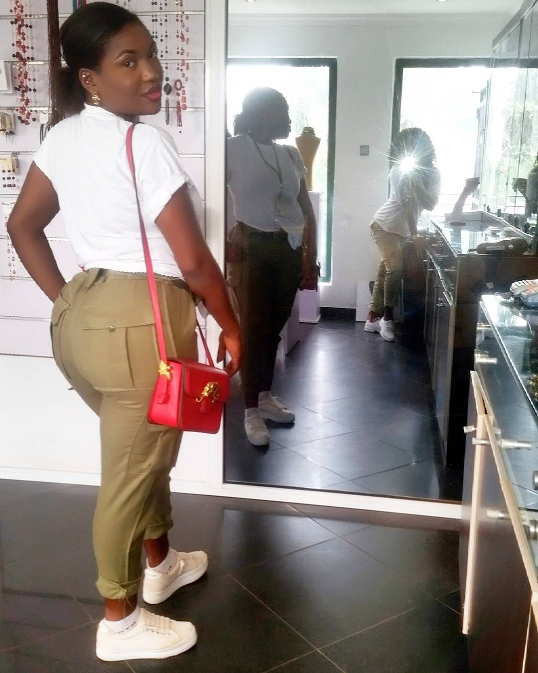 Curvy Corper With Big Backside Breaks The Internet (Photo) Curvy Corper With Big Backside Breaks The Internet (Photo) 4895709 instaimage35 jpeg5548e63a17d944501f77416c9c44b867