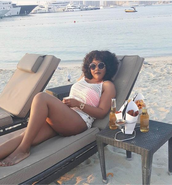 SHAME: !!! MERCY AIGBE MISTAKENLY EXPOSE HER INNER TIGHS,  NOTHING UNDERNEAT …  AT A BEACH