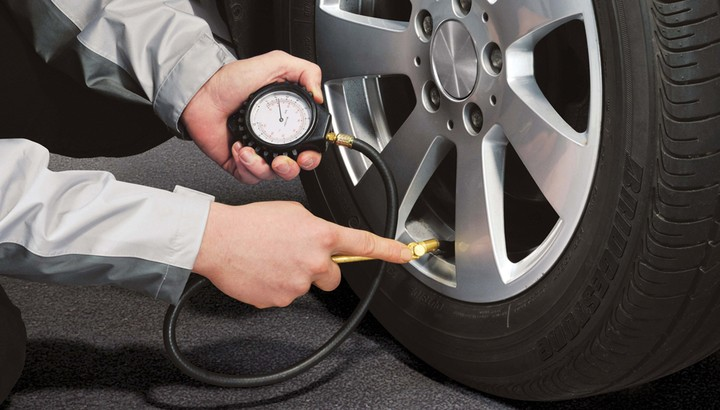 How To Check The Pressure Of A Tire