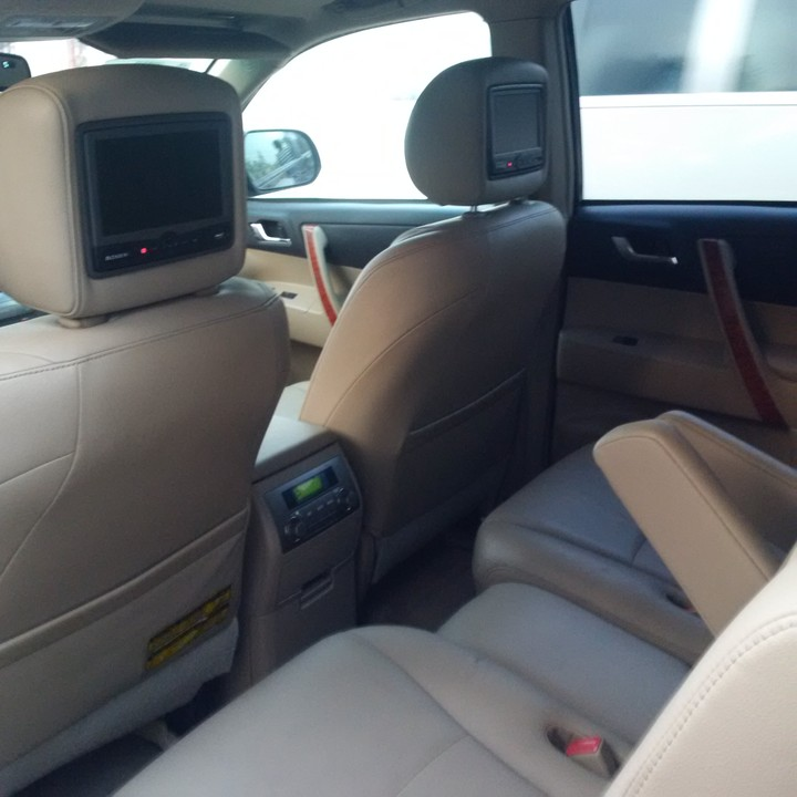 2008 Toyota Highlander Tokunbo Lagos Cleared Automatic Transmission Leather Interior Limited Thumb Start Dvd On The Head Rest V6 Reverse Camera