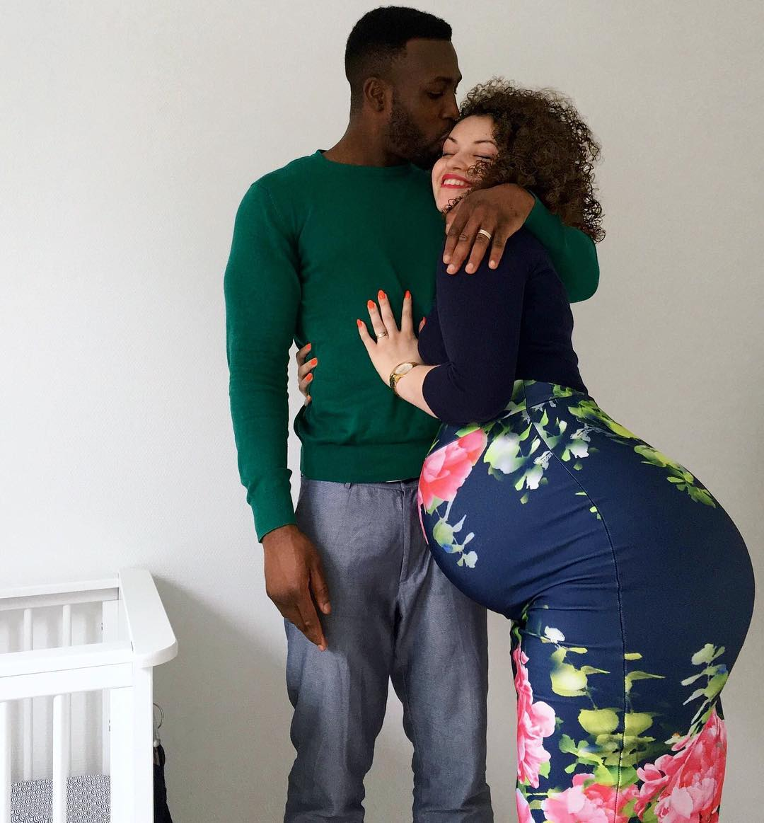 """""""She Carry Belle For Front & Back"""" - Media React To Lady's Pregnancy Photo"""