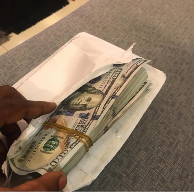 Yung6ix Gives $10,000 To The Man Who Gave Him N10,000 To Relocate To Lagos