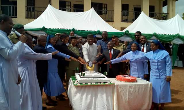 Ifeanyi Ugwuanyi Celebrates His 53rd Birthday With Prison Inmates (pics)