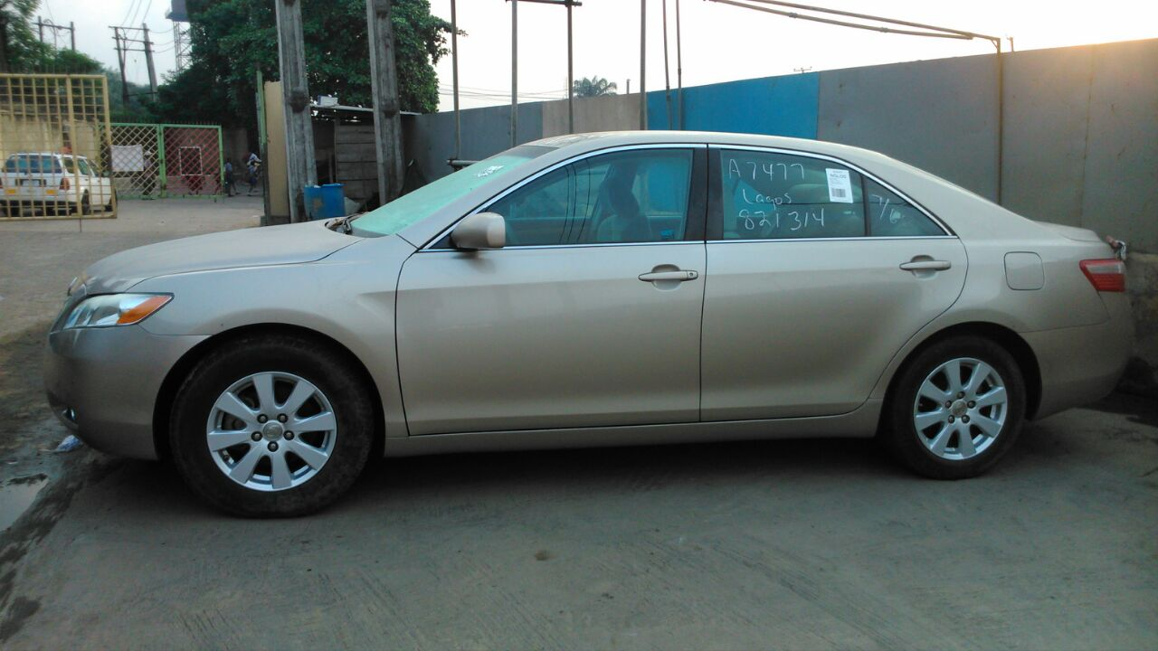 clean tokunbo 2008 toyota camry gold colour autos nigeria. Black Bedroom Furniture Sets. Home Design Ideas
