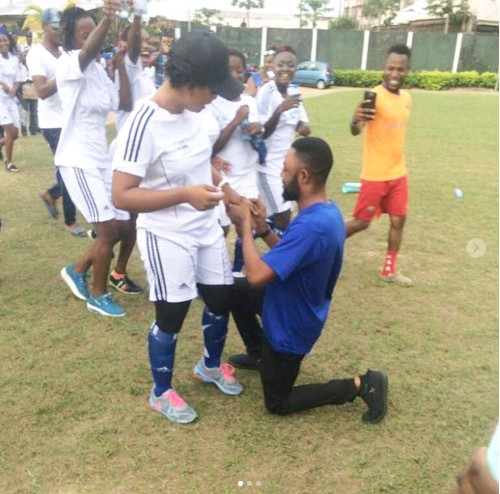 Man Proposes To His Girlfriend During Her Football Match Photos