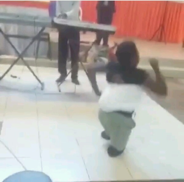 Viral News Updates: Lady Without Legs Backs Her Baby, Leads A Praise Session