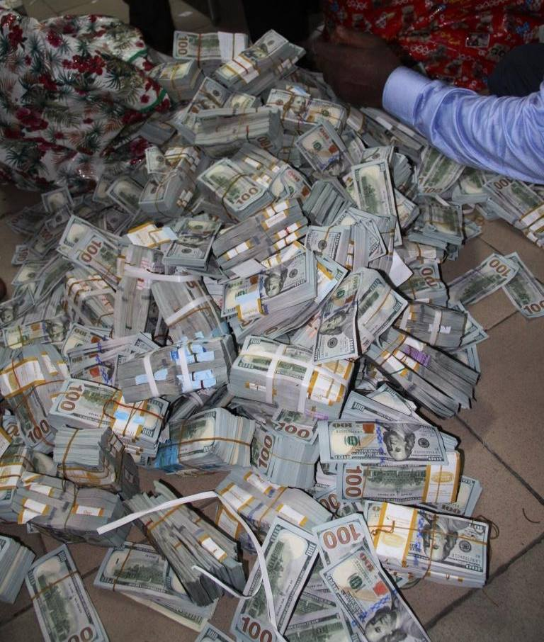 Photos Of The Money Uncovered By Efcc In Ikoyi Lagos