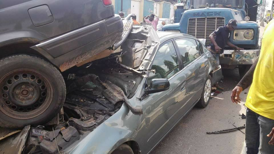 WOW !! Husband And Wife Survive Multiple Car Accident In Ikeja