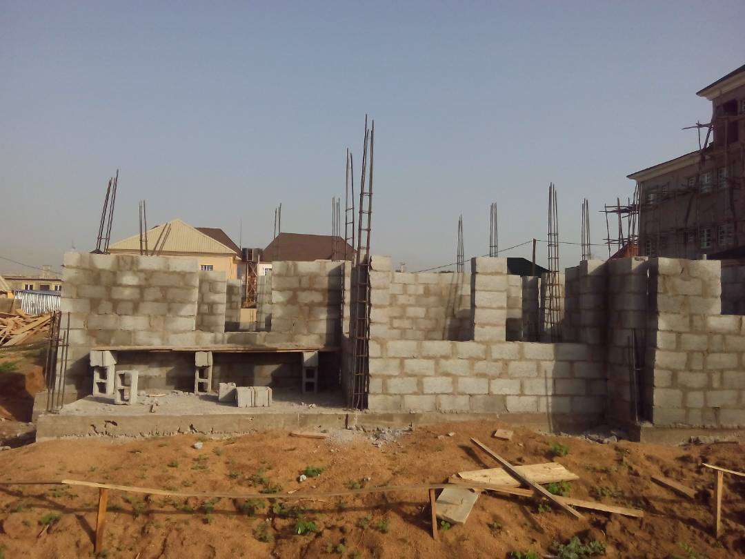 Still raising the walls in abuja ongoing now