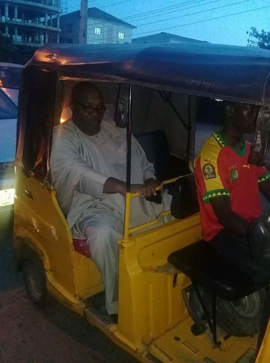 Former Aide To Goodluck Jonathan, Doyin Okupe Spotted In A Keke Napep In Lagos