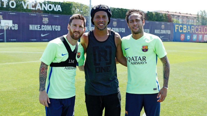 Ronaldinho Spotted With Messi And Neymar At FC Barcelona Training Ground