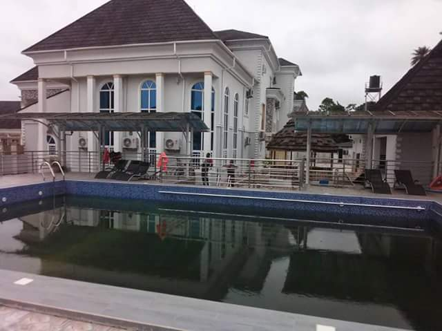 Hilarious! EFCC Occupies Geroge Turnah's Mansion - Facebook User