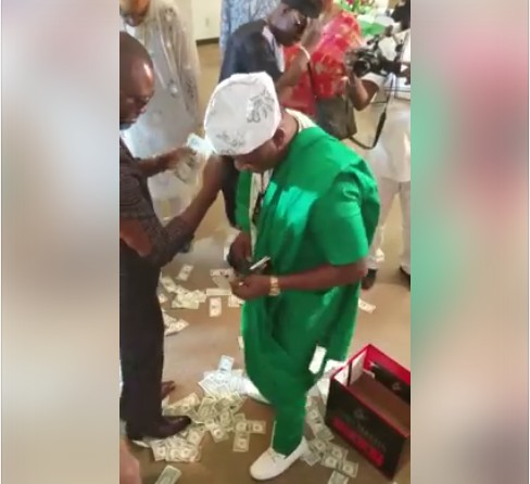 The Dollar Rain At The Birthday Of A Nigerian Man In The US. Photos