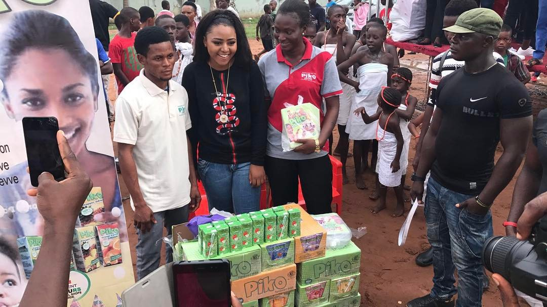 Regina Daniels Foundation Hangs Out With The Kids, Shares Food On Children's day 2