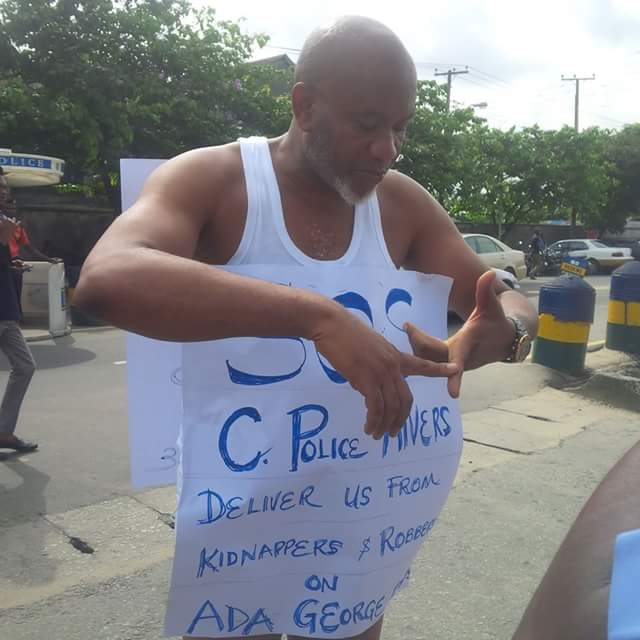 Tekena Iyalla Protests At Police Station Over Increased Robbery In Rivers (Pics) 5409395_fbimg1496144375349_jpeg6fd3e8d2c93292a923cfe0b56d67b603