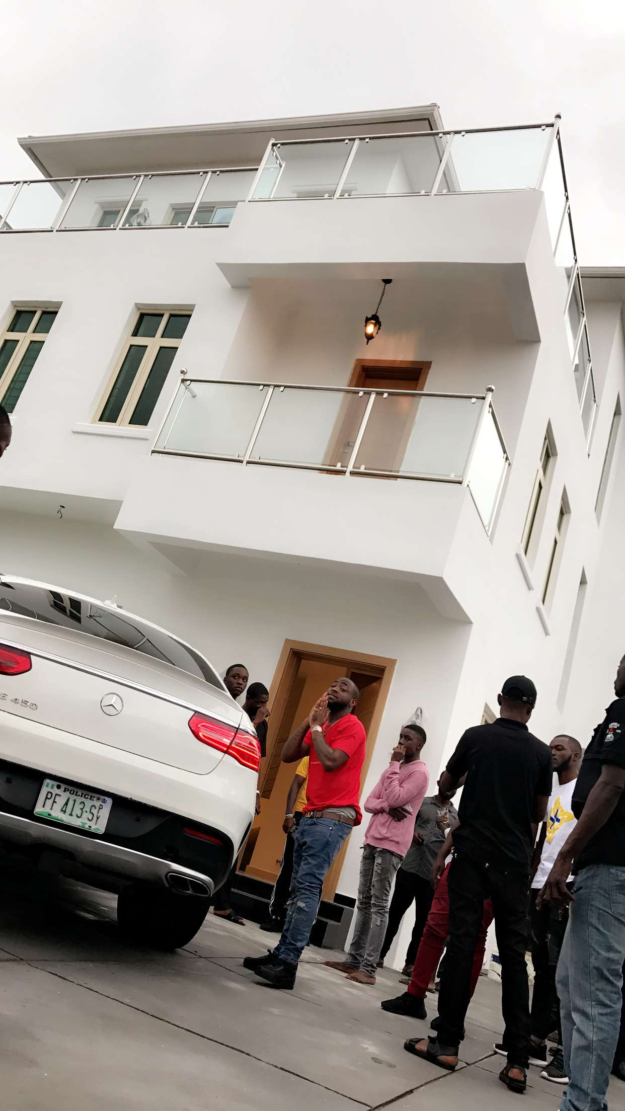 Photo + Video : Check out Davido's new house