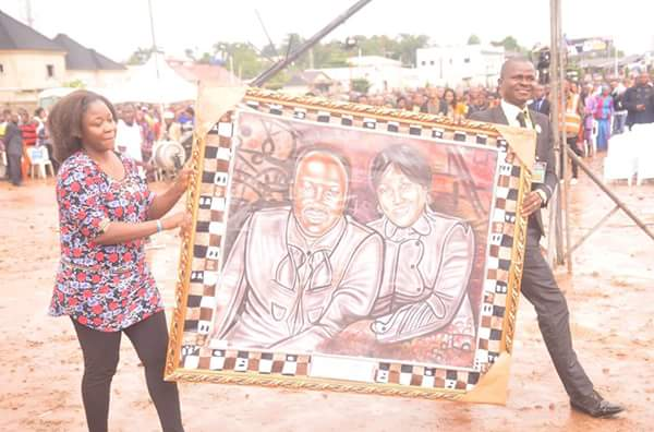 See The Gifts An Artist Gave To Apostle Suleman In Umuahia (Photos)