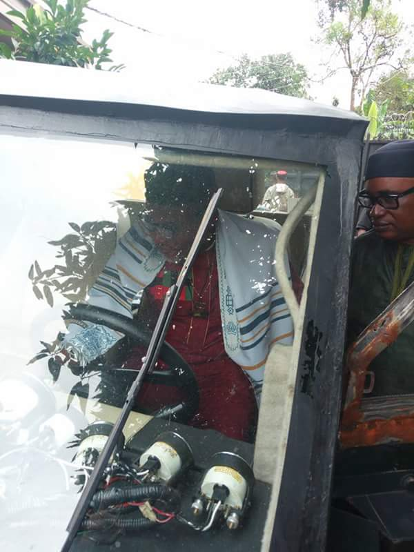 Nnamdi Kanu Drives A Combatant Car Manufactured By An Igbo Guy (Photos)