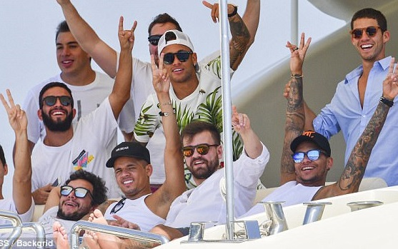 The Most Expensive Player, Neymar And Friends Party On Yacht (Photos)