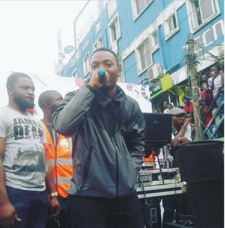 Olamide Performs @ Sterling Bank PLC Organized Clean Up Exercise In Computer Village Lagos