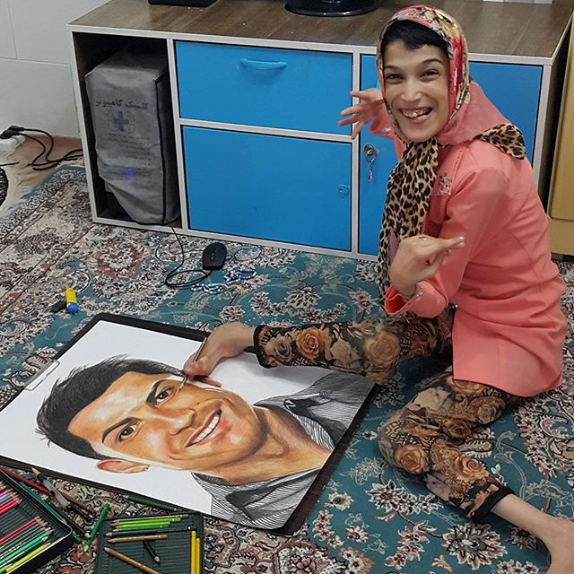 Disabled Iranian Lady Paints Cristiano Ronaldo (Photos)