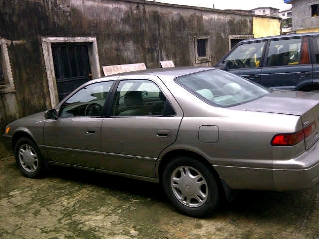 very clean toyota camry 2006 and 1999 models for sale autos nigeria. Black Bedroom Furniture Sets. Home Design Ideas