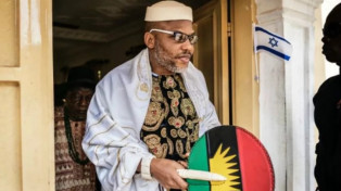 Information reaching the RationalTV news desk has it that officers of the Nigerian army are currently firing gunshots around the residence of IPOB leader Nnamdi Kanu .  According to an eyewitness, Somto Okonkwo, the soldiers were firing sporadically. Below is a video from the scene. Watch below;