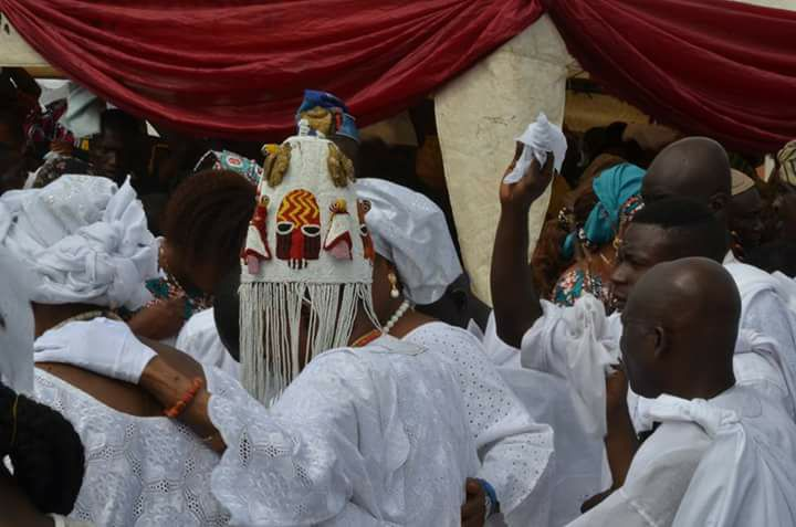 Alaafin Of Oyo Wears Historic Crown Made Centuries Ago For The First Time