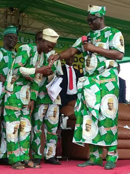 LOL: Governor Fayose Ties Wrapper To Present Car Keys To Best Teachers In Ekiti (Pictures & Video)