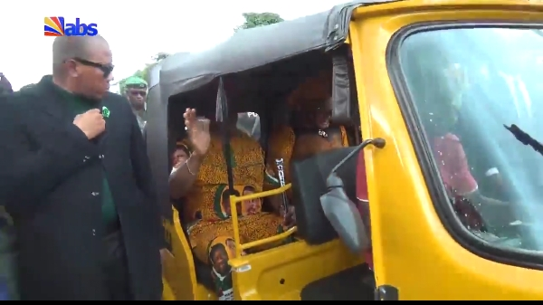 Governor Obiano & His Wife Cruise In Keke In Awka As Crowd Hails Them (Pictures, Video)