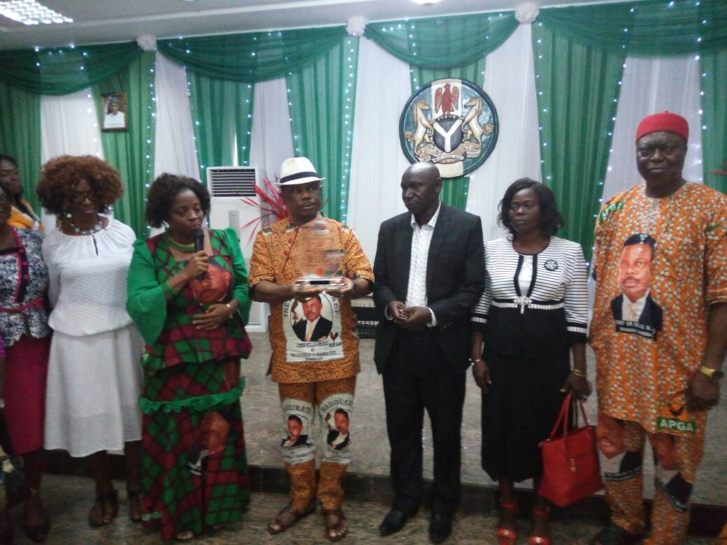 Obiano Rewards Nigeria's 2017 Best Teacher With N1M, Promotion (Pictures)