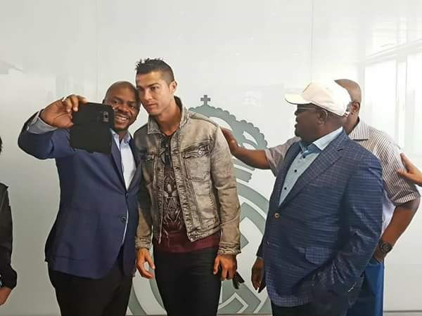 6115298 fbimg1508174242045 jpeg8787a091c13e624e45bf98b8658e25ab - Gov Wike Meets With Cristiano Ronaldo In Spain (Photos)